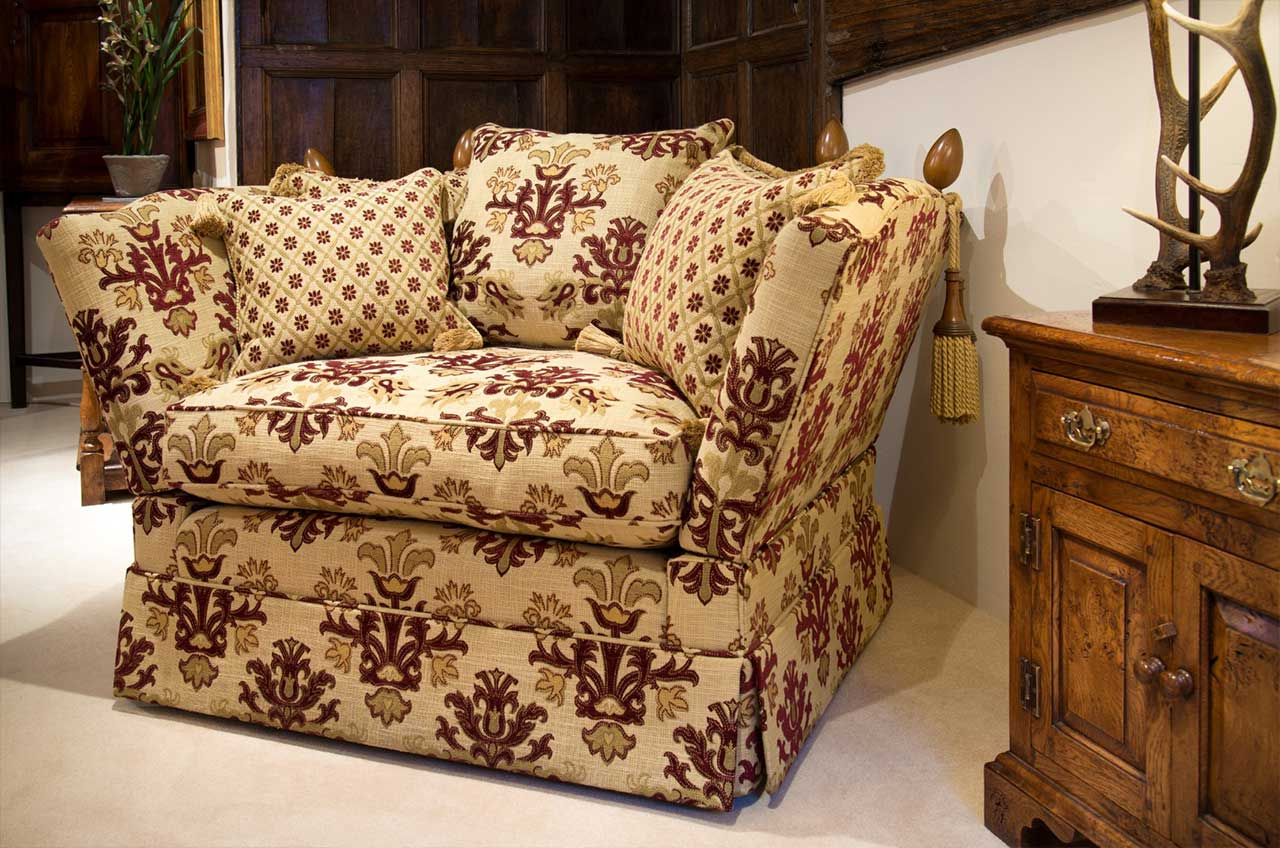 Loveseat, Knowle Arm, Scatter Back, Valanced,