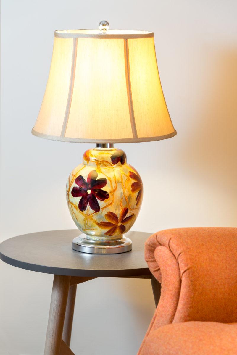 Cuzio lamp, spherical base, floral pattern