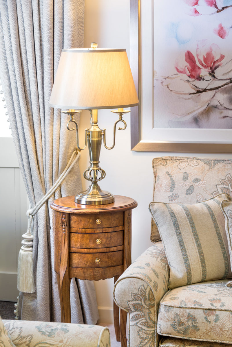 Silver lamp, Spire sidetable,